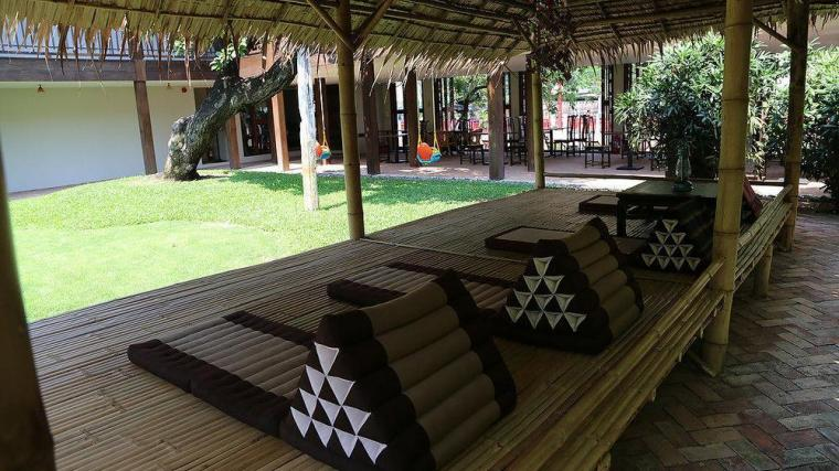 ヴィラ プラ スメン バンコクの中庭