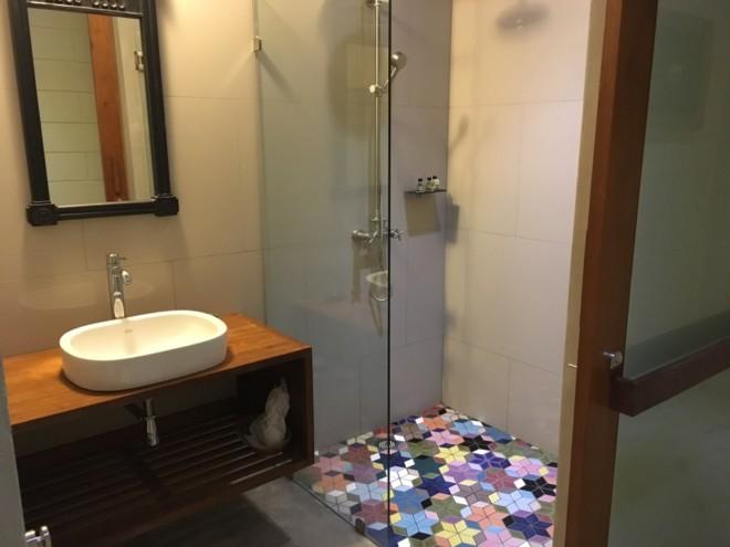 ヴィラ プラ スメン バンコクのシャワールーム